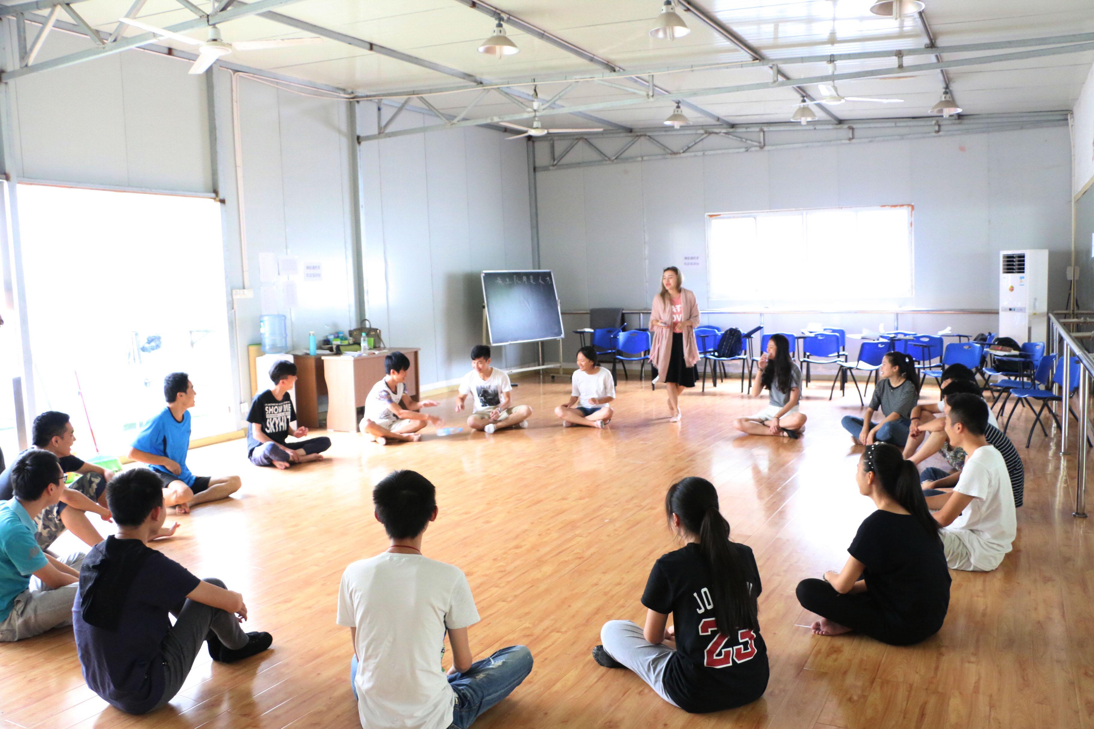 学员风采 2016届翼视学子,江西省联考前十名中,收获编导全省第3、6名,播音全省第5名,空乘全省第7名;在校考中更是独领风采,收获了266张专业合格证,其中不乏国字号顶尖名校,比如北京电影学院、中央戏剧学院、上海戏剧学院、浙江传媒学院等,也涵盖211工程一本的综合型院校,比如武汉大学、华东师范大学、暨南大学、河海大学等,更包括全国六大专业艺术学院,南京艺术学院、山东艺术学院、云南艺术学院等等。